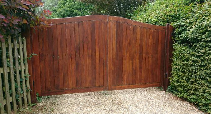 redwood-driveway-gate