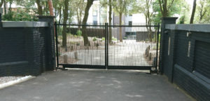 thin-minimalist-metal-gate